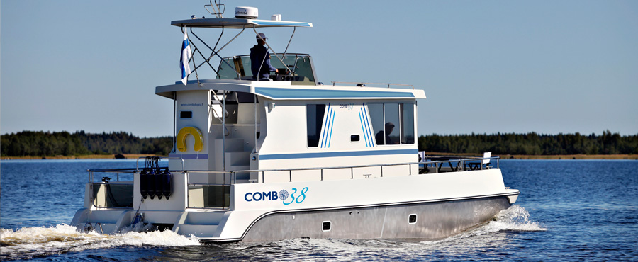Combo 38 on its way to Uiva 2010 Flytande boat show